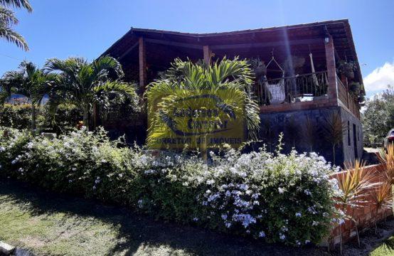 Alugo Linda Casa De Condomínio Com Muito Verde e Ótima Área De Lazer