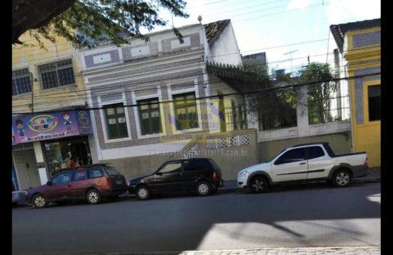 Vendo Casa Com Excelente Localização Ao Lado Da Igreja  Matriz No Coração Da Cidade