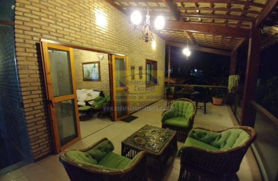 Linda Casa Em Condomínio Com Arquitetura Moderna