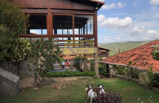 Casa De Alto Padrão Com 420m² De Área Construída e Vista Panorâmica De R$ 1.100.000,00 Agora Por Apenas R$ 900.000,00