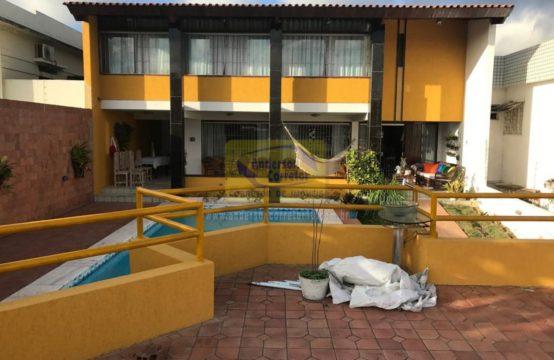 Oferta de R$ 1.900.000,00 Agora Por Apenas R$ 1.400.000,00 Linda Casa e Com Excelente Localização – Fora De Condomínio