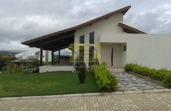 Alugo Linda Casa  – Em Condomínio De Alto Padrão